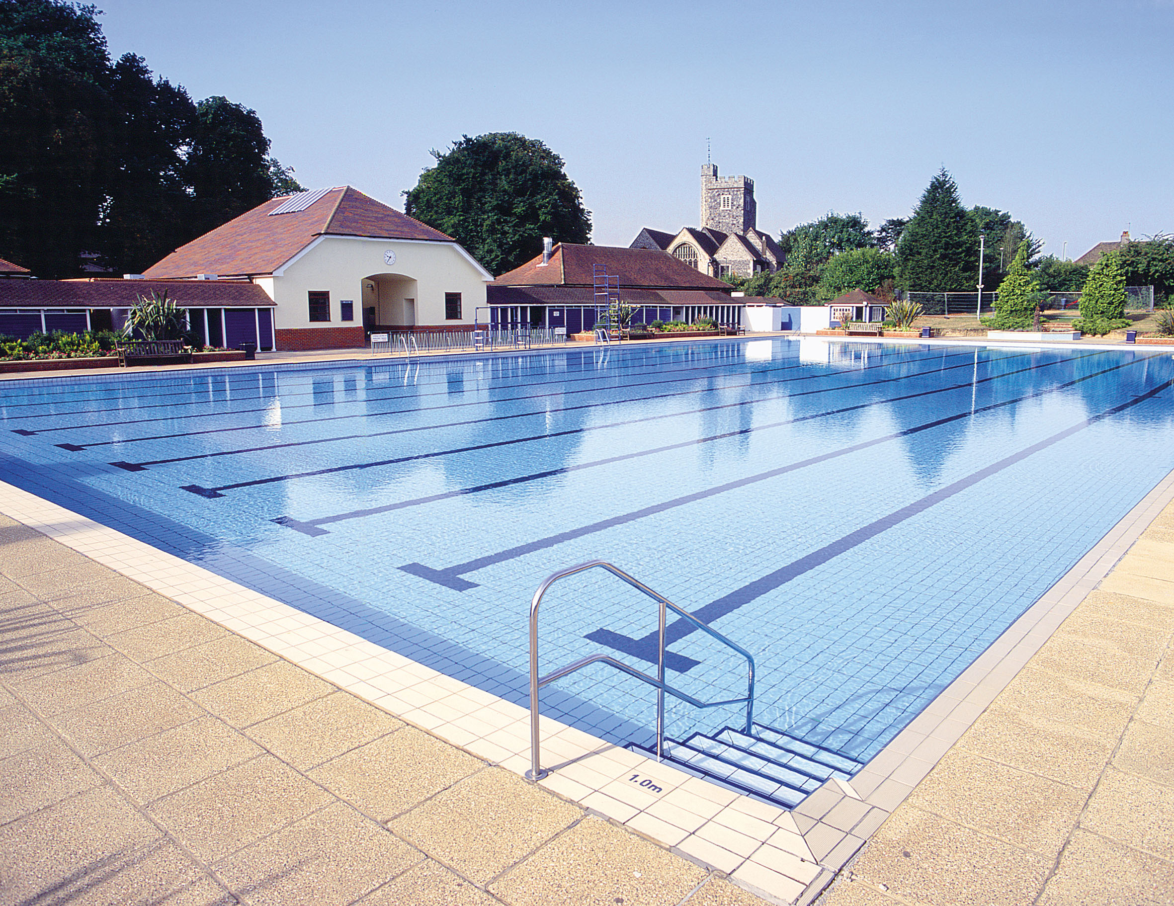 Guildford lido the fit writer nicola joyce for Abingdon swimming pool opening times
